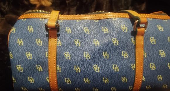 Dooney & Bourke Handbags - 💕Dooney an Bourke 💕